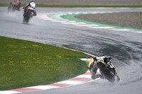 Tom Lüthi im verregneten ersten Moto2-Training am Freitag