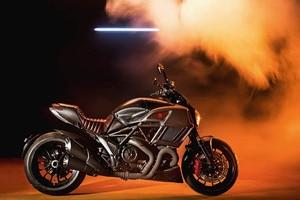 Die Ducati Diavel Diesel wird übrigens weiterhin mit Benzin betankt – das nur, damit Gerüchten, Ducati baue ein Dieselmotorrad, vorgebeugt ist