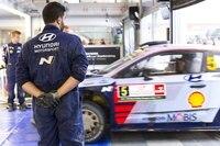 Der Hyunjdai i20Coipé WRC im Service