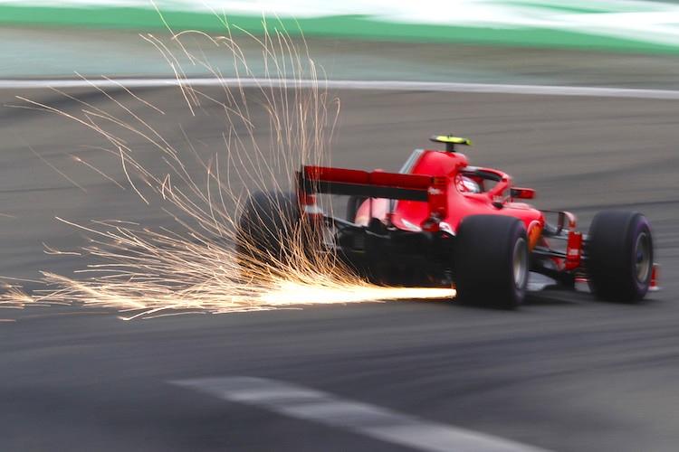China-GP: Ricciardo gewinnt, Vettel kollidiert