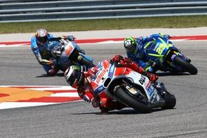 Im Rennen: Lorenzo (99) wehrt sich gegen Iannone und Miller