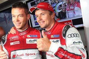 Marcel Fässler (re.) mit Teamkollege André Lotterer nach der erzielten Pole-Position beim 6h-Rennen am Nürburgring