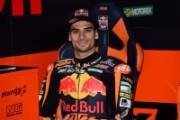 Miguel Oliveira in der Box des Red Bull KTM Ajo-Teams
