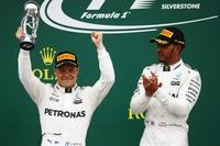Valtteri Bottas mit Lewis Hamilton