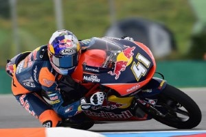Brad Binder auf der KTM des Teams Red Bull KTM Ajo