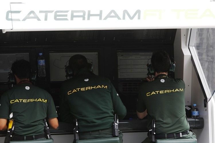 Am Caterham-Kommandostand