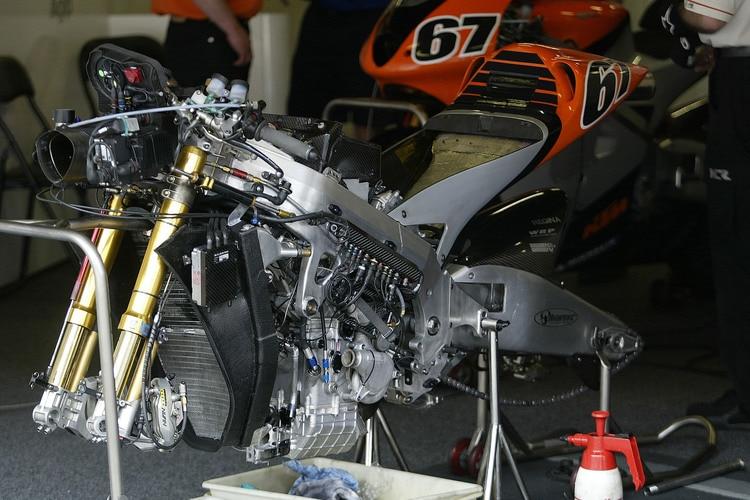 ktm motogp v4 motor