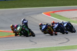 Das erste Rennen der Supersport-WM 300 in Aragón war bis zum Zielstrich umkämpft