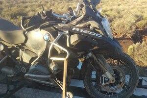 Einzelfall: Fahrer unterwegs ins Krankenhaus, Motorrad auf dem Anhänger