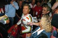 Giacomo Agostini belagert von Presse und Fans