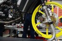 Bei dieser Husqvarna wurde noch ein KTM-Kupplungsdeckel montiert...