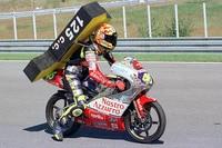 Valentino Rossi bei seinem Brünn-Sieg (125 ccm) im Jahr 1997