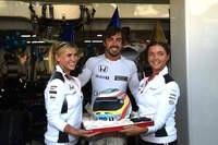 Kleine Feier für Fernando Alonso