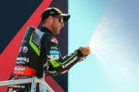 Jonathan Rea hat Übung an der Prosecco-Flasche
