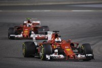 Sebastian Vettel vor Kimi Räikkönen in Bahrain