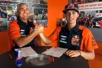 Jorge Prado (re.) und Red Bull KTM MXGP Team-Manager Claudio De Carli