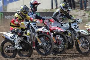 Max Nagl (#12) neben Weltmeister Tim Gajser (#243) und seinem Teamkollegen Gautier Paulin (#21)