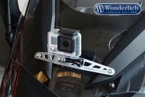 GoPro sicher befestigt an der Front einer BMW S 1000 RR, und man kann sich weiterhin klein machen hinter der Verkleidung