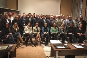 Gruppenfoto vom MXGP-Gipfeltreffen in Berlin