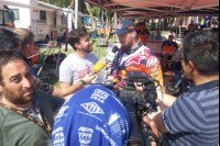 Leader Toby Price (KTM) beim Interview im Etappenziel