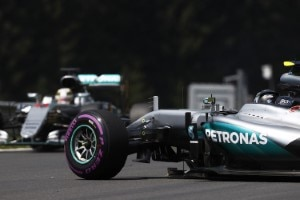 Nico Rosberg ist gegen Lewis Hamilton in Schräglage geraten