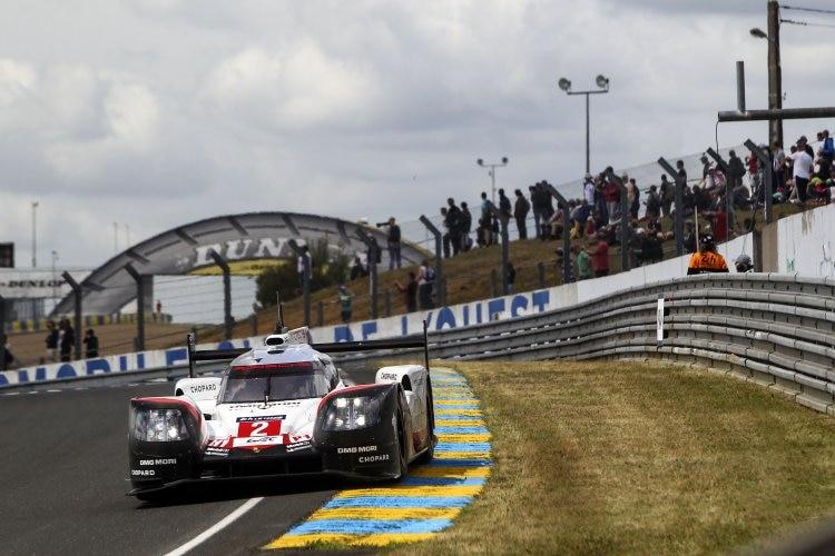 Porsche liegt nach Start in Le Mans hinter Toyota