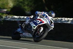 Ian Hutchinson zog auf der Superbike-Maschine 2016 gegen Michael Dunlop den Kürzeren