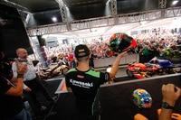 In der Paddock-Show kann man die Fahrer hautnah erleben