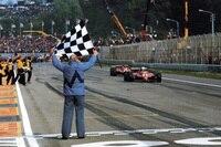 Geklauter Sieg: Didier Pironi setzt sich 1982 in Imola kurz vor dem Rennende an die Spitze