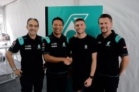 Jake Dixon with Tan Sri Mohamed Azman Yahya (Chairman of Sepang International Circuit), Razlan Razali (Team Principal) und Johan Stigefelt (Team Director)