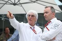 Bernie Ecclestone mit Paddy Lowe, dem langjährigen Technikchef von Mercedes AMG