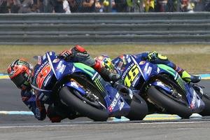Maverick Viñales vor Valentino Rossi