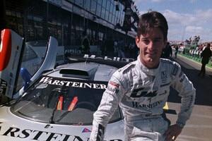 Mark Webber 1998 vor dem Mercedes CLM LM