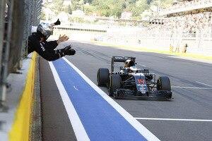Fernando Alonso: «Wir müssen im Rennen so viel Sprit sparen, dass ich mir an einem Punkt dachte, jetzt gibst du mal richtig Gas, um wieder wach zu werden»