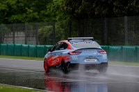Selbst das Safety-Car hatte Aquaplaning