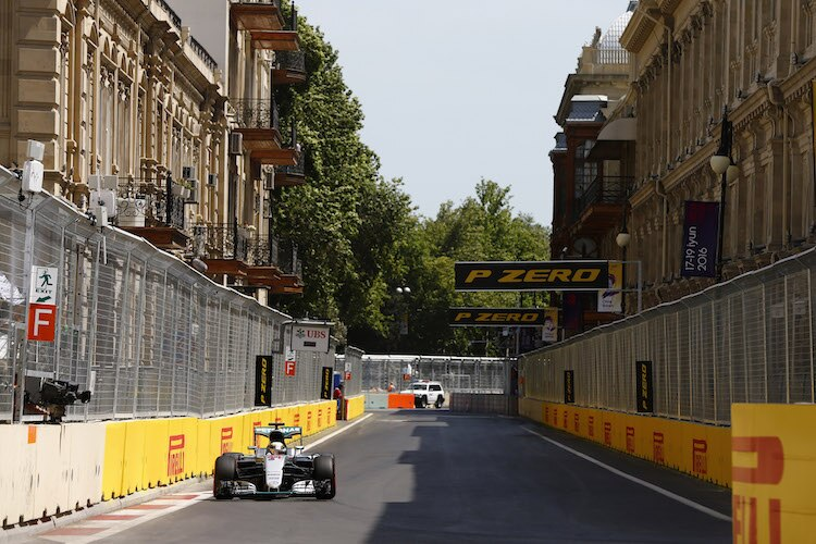 Hamilton holt Pole Position in Barcelona
