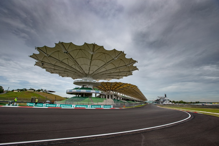 Verstappen siegt in Malaysia, Vettel nach Aufholjagd Vierter
