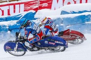 Die zwei besten Eisspeedway-Fahrer der Welt: Igor Kononov (außen) gegen Dmitry Koltakov