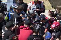 Casey Stoner im V8-Paddock: Der Rummel hat nicht nachgelassen