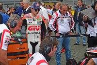Am Startplatz vor dem Start auf dem Sachsenring: Stefan und Helmut Bradl