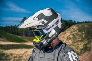 Bei Bell gefertigt: Offroad-Helm Moto 9 der Husqvarna-Kollektion