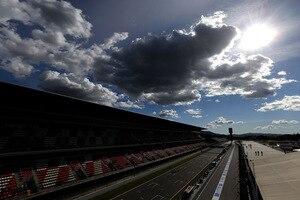 Am Circuit de Barcelona-Catalunya wurde einiges verändert – auch die Markierungen der Startaufstellung mussten angepasst werden
