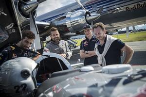 Max Verstappen, Daniel Ricciardo, Dr. Helmut Marko, Christian Horner, Hannes Arch