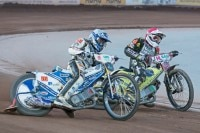Max Dilger (White Tigers) gegen Martin Smolinski (Landshut Devils)