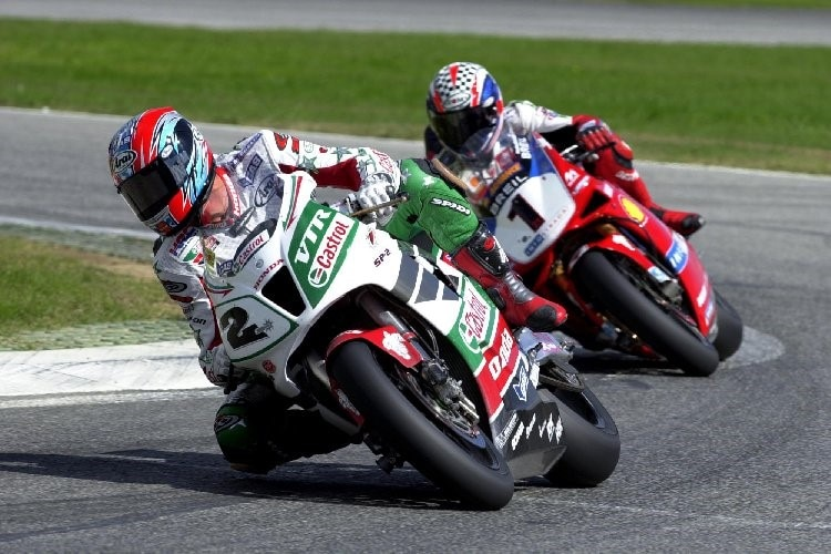 Colin Edwards und Troy Bayliss zeigten in Imola 2002 feinstes Racing