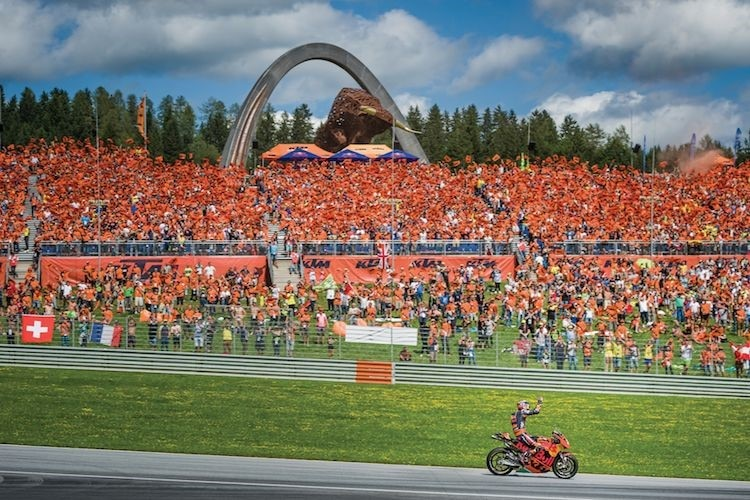 Das Herz der «Orange Family»: Die KTM-Tribüne am Red Bull Ring