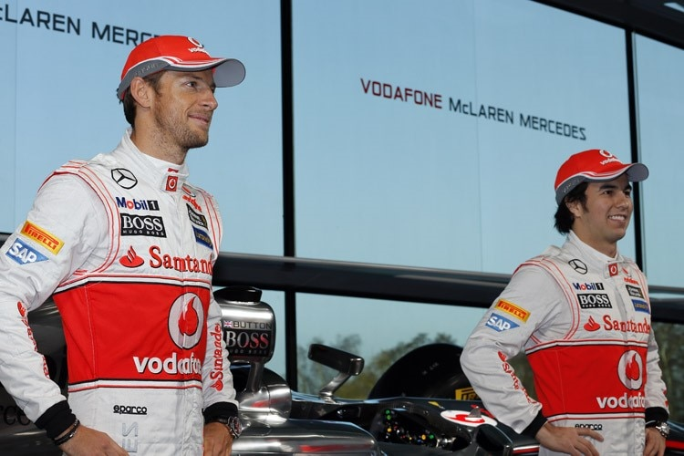 Jenson Button mit Teamkollege Sergio Pérez (re.)
