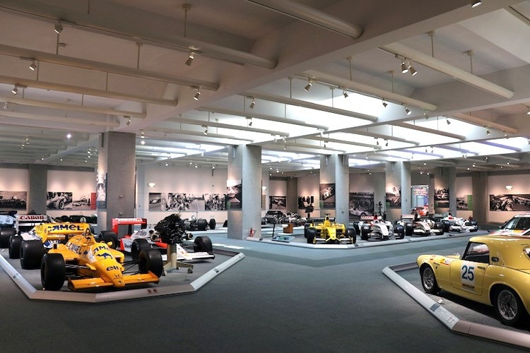 Blick ins Honda-Museum, in die so genannte Collection Hall