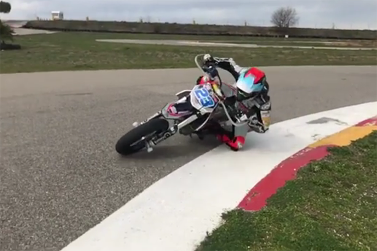 Schrötter beim Supermoto-Training in Spanien