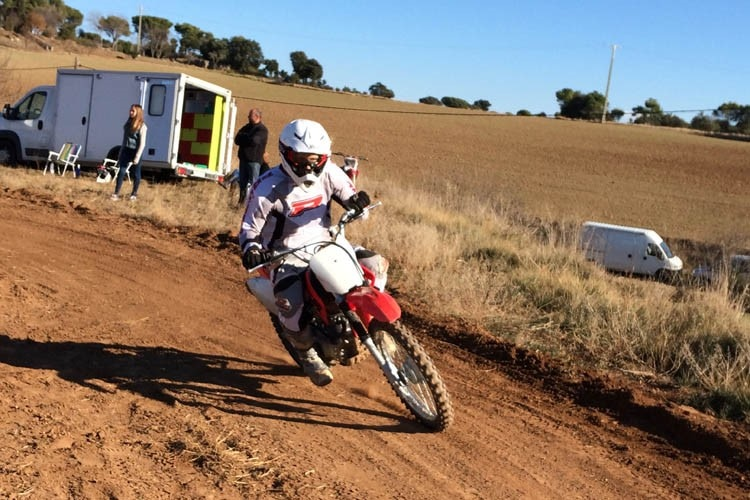 Stefan Bradl beim Dirt-Track-Training in Spanien
